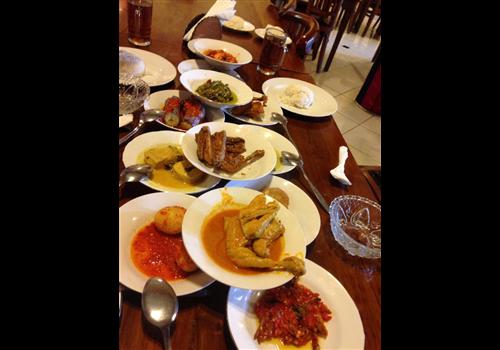 Little sister indonesian food bar yonge eglinton for Food at bar 38