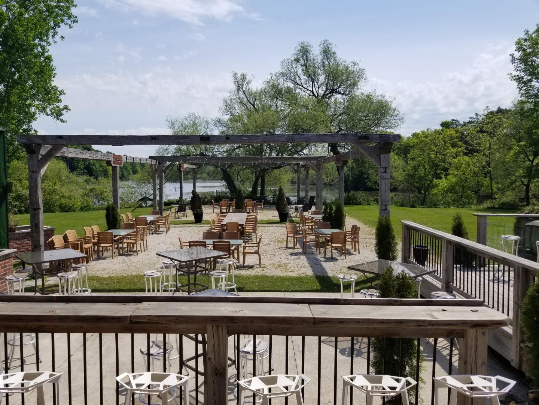 Winifred's English Pub Restaurant - Picture